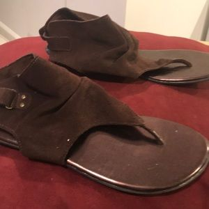 Kenneth Cole Reaction brown suede thong sandals